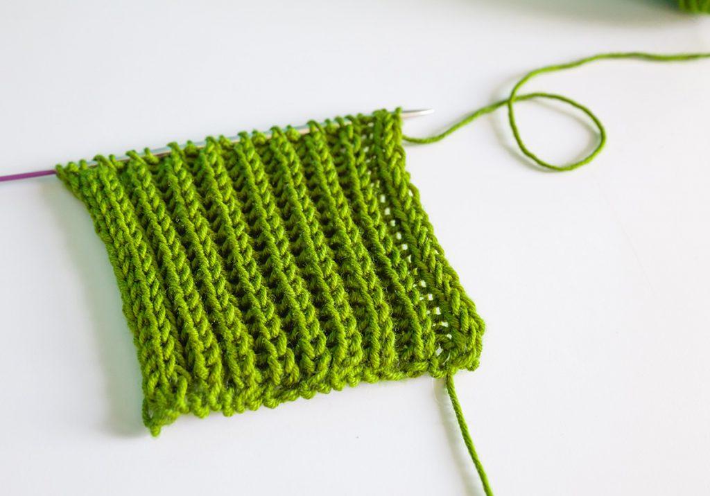 A little knitting work in brioche stitch with a very special and round brioche stitch edge