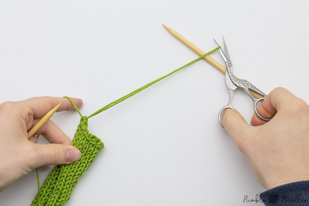 Cut off the yarn after you pulled the yarn through the last cast off stitch