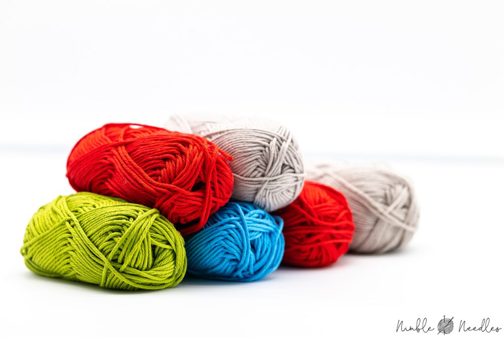 different cotton yarn skeins for knitting beginners