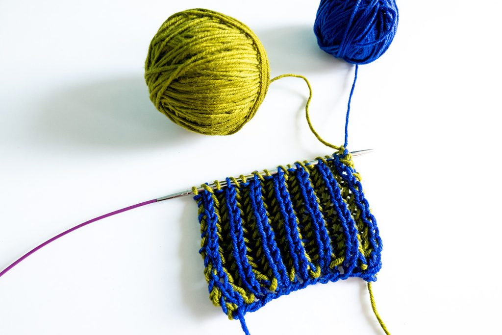 A little knitting sample for a two-colored brioche stitch