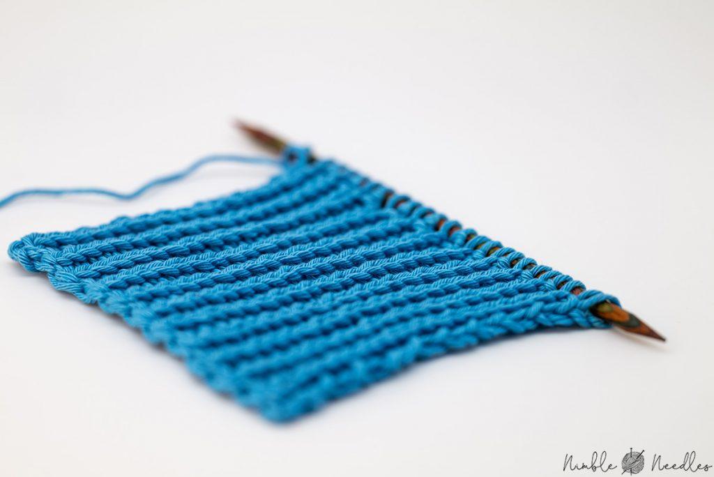 close up of a 1x1 knitting ribbing