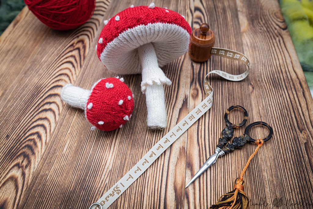 a small and a big toadstool and everything you need for this knitting pattern