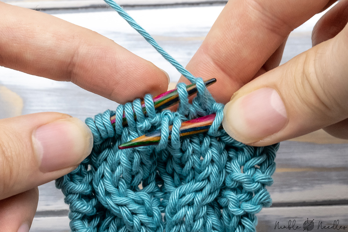Right cable cross without Cable needle - picking up the dropped stitches in front