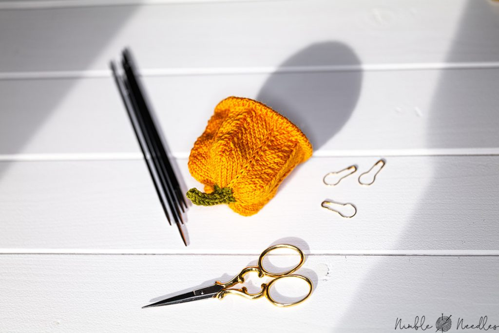 knitting these pumpkin egg cozy pattern