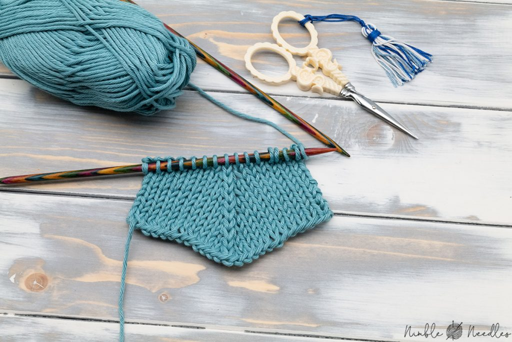 A swatch with the center double decrease - the centered alternative to the standard k3tog knitting stitch