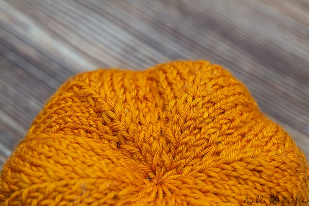 cinching fabric with k1tog rl on the bottom of a knitted pumpkin as an example