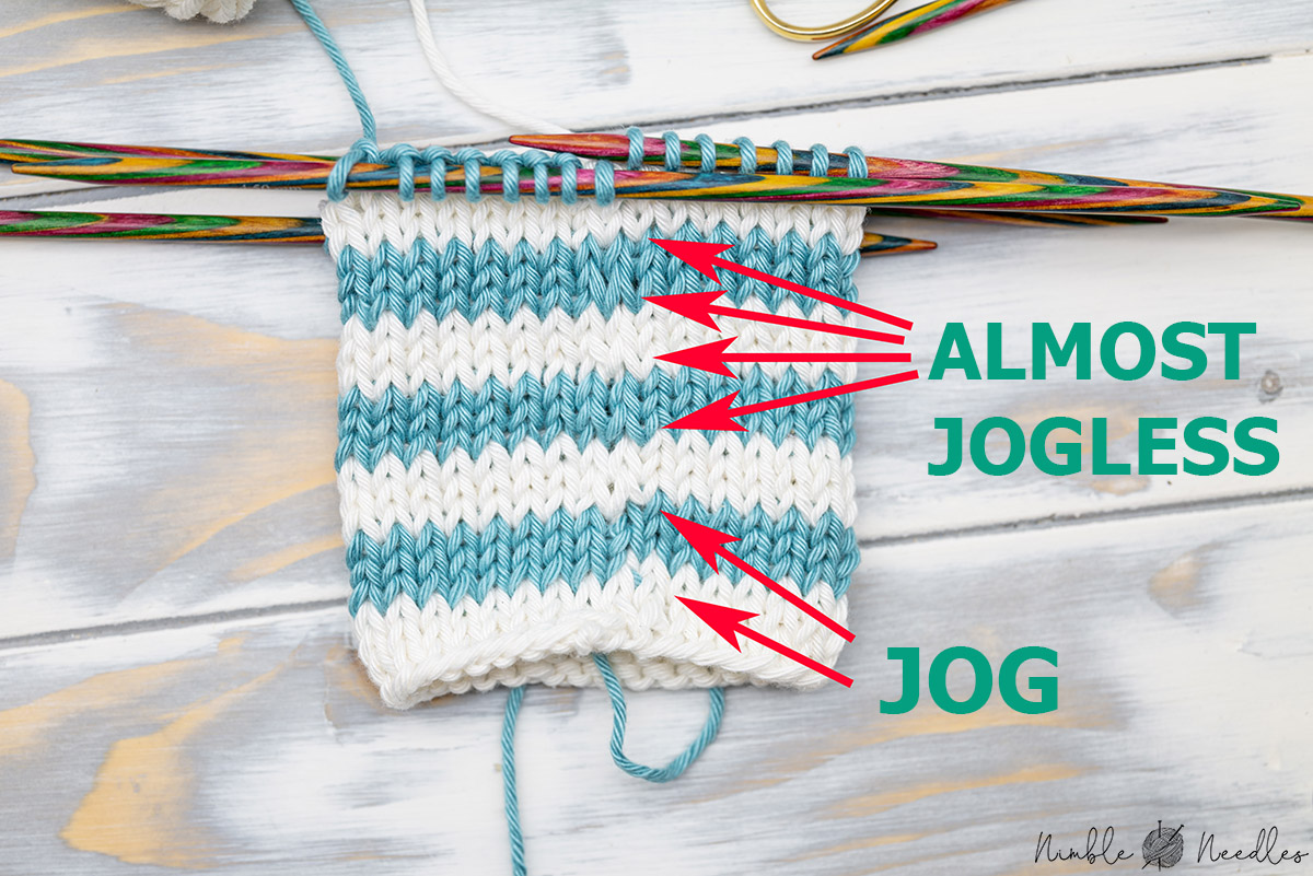 A swatch with jogless stripes in the round compared to the jog the standard knitting technique creates