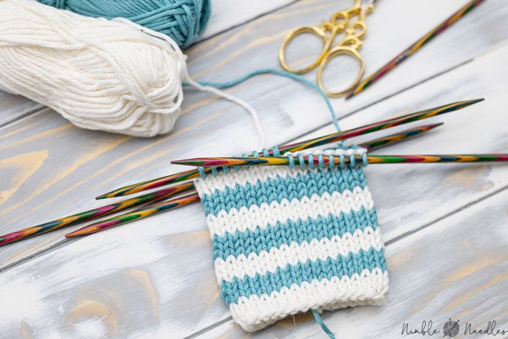 A knitted swatch with jogless stripes in the round