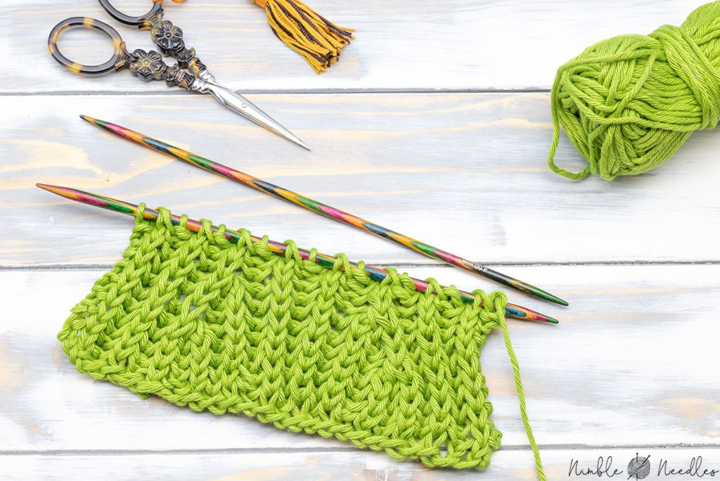 a swatch with simple brioche decreases - two left-leaning ones to the left and two right-leaning decreases on the right side