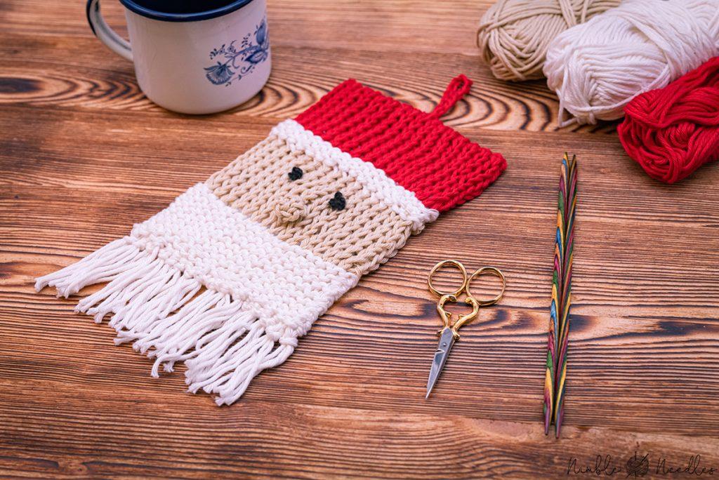 close-up santa claus potholder knitting pattern
