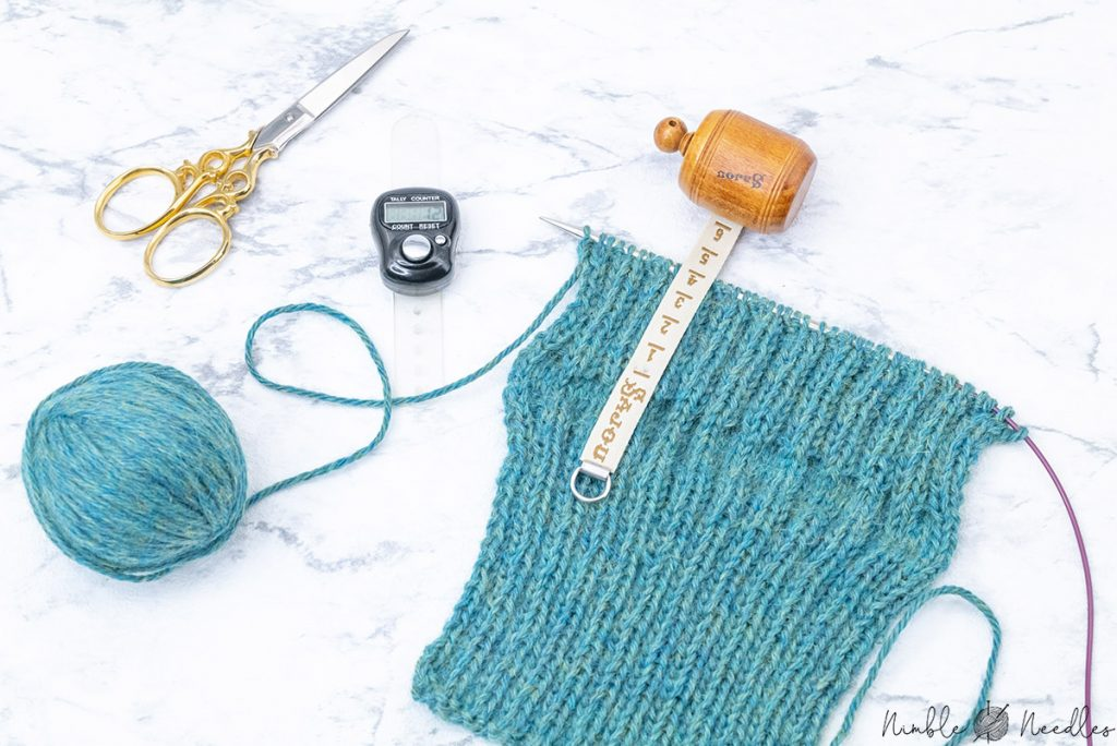 having knit four more centimeters before you start the thumb hole