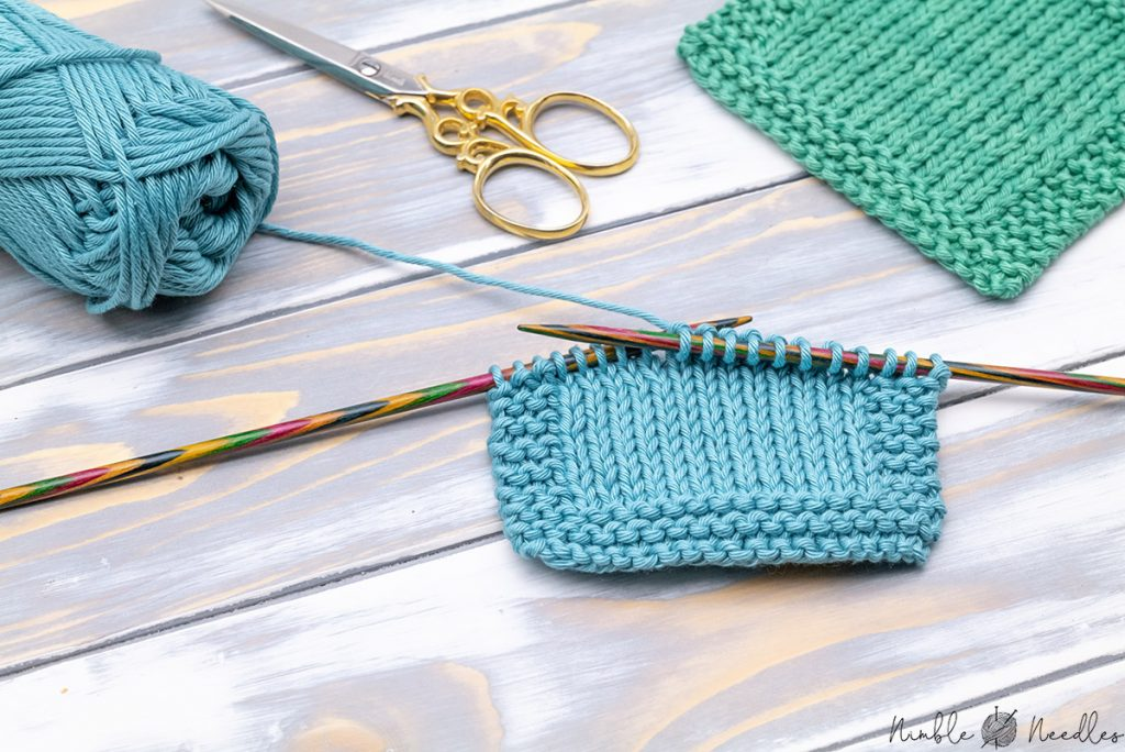 knitting a simple square coaster