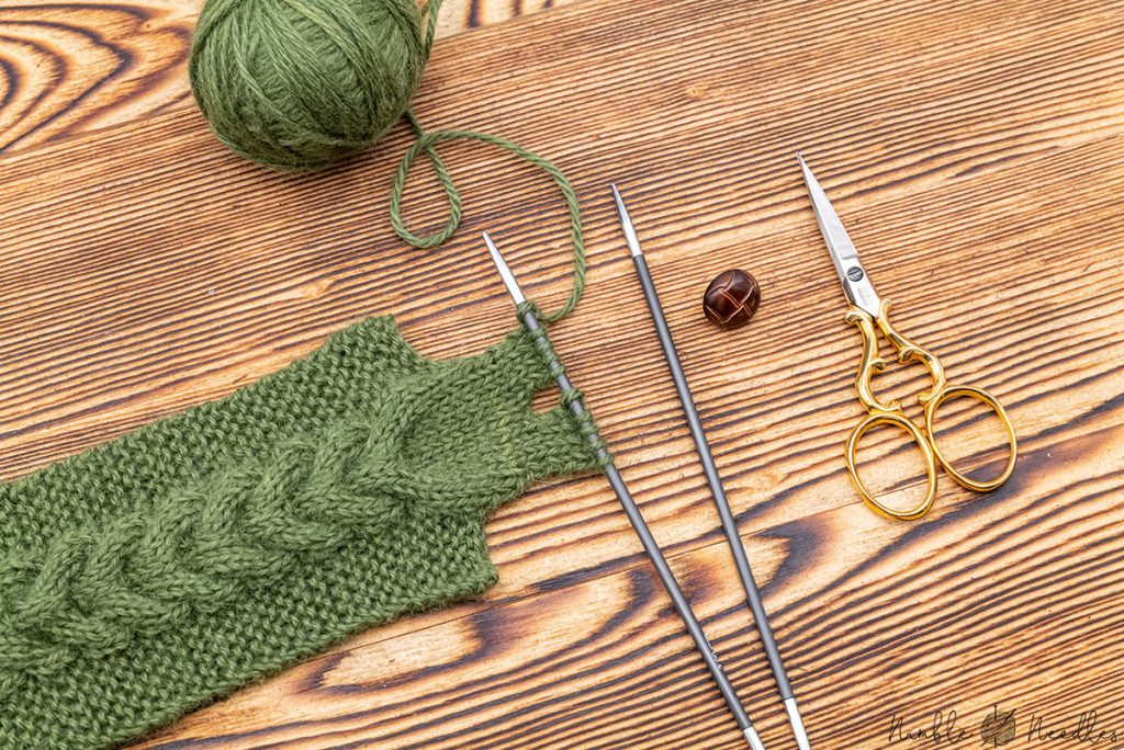 knitting the buttonhole for the mug cozy - you need to do short rows
