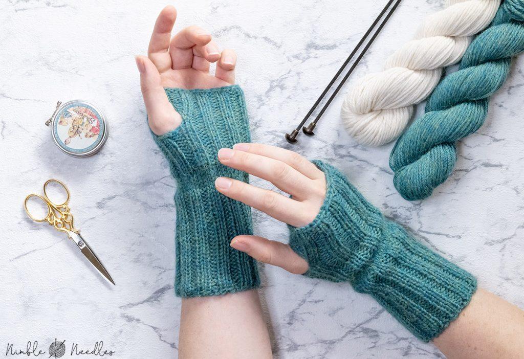 a simple fingerless gloves knitting pattern for beginners