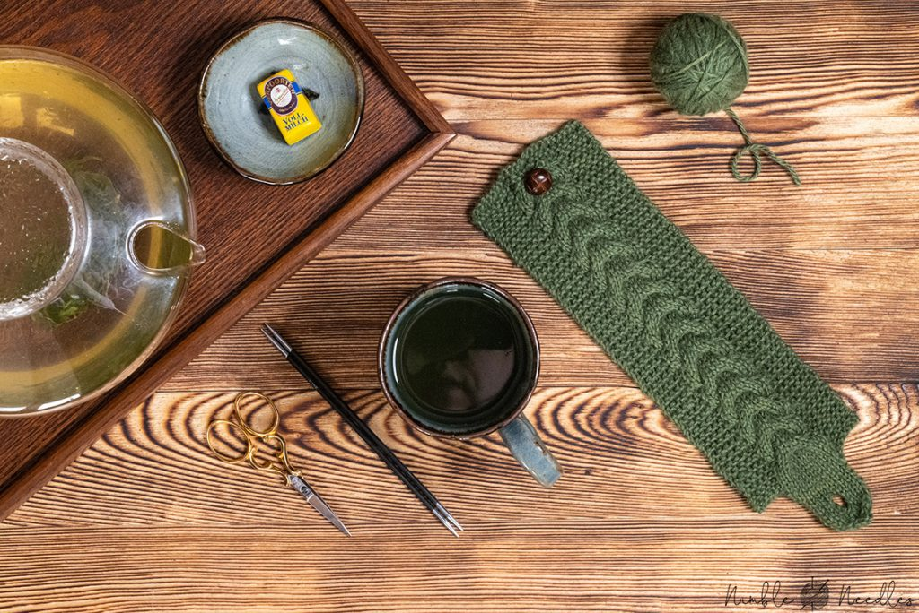 the finished mug cozy knitting pattern as seen from above