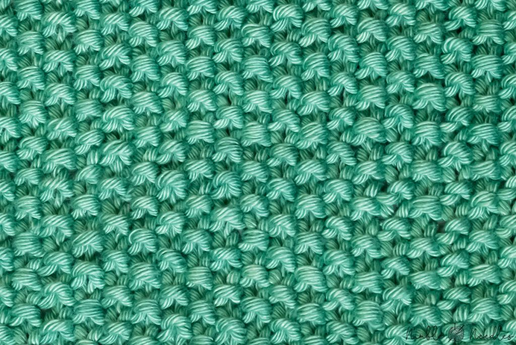 close-up of the seed stitch knitting pattern