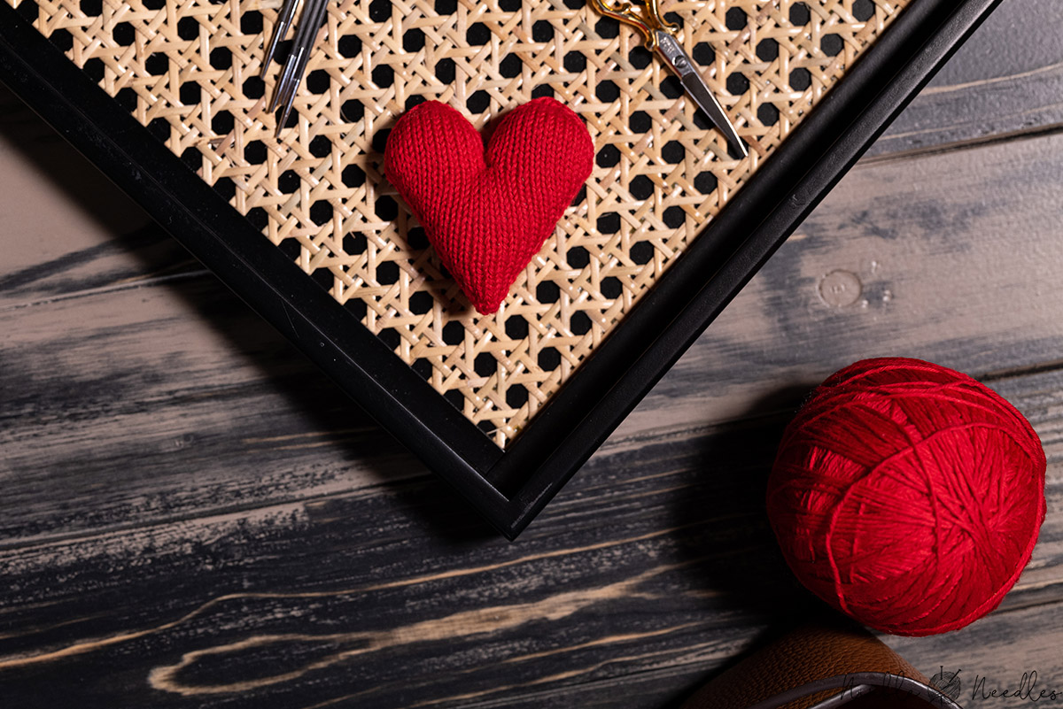 the knitted heart as seen from above