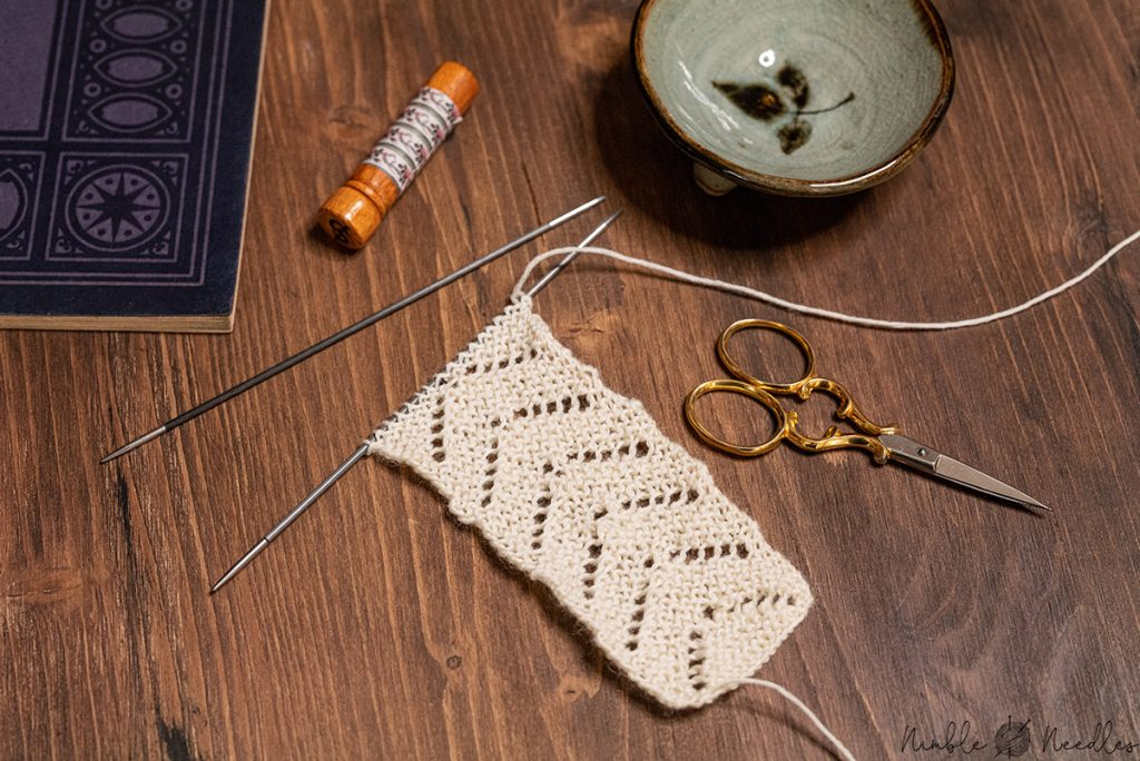 knitting a bookmark pattern with very easy lace details suitable for beginners