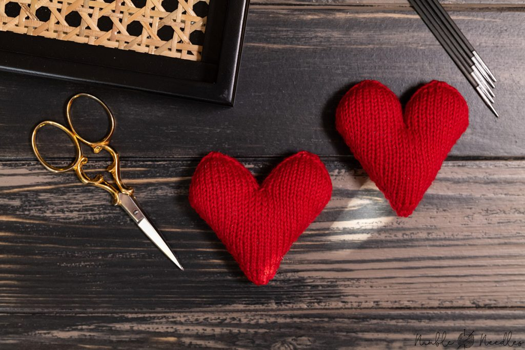 two different versions of the this heart knitting pattern - one with less pronounced lobes