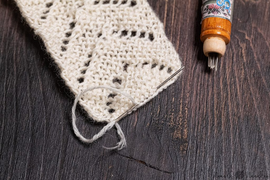 weaving in the cast on tail using a tapestry needle