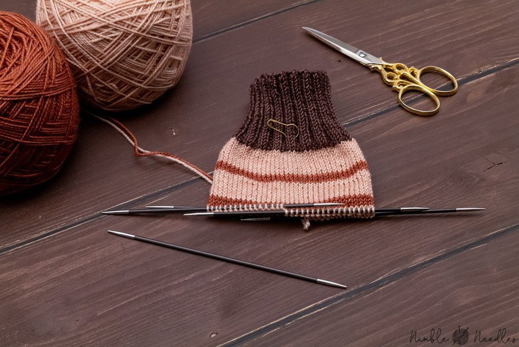 starting to knit the leg of the sock with stripes