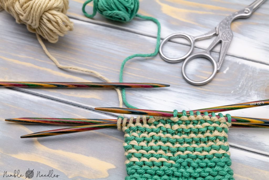garter stitch helix knitting in the round in two colors totally jogless