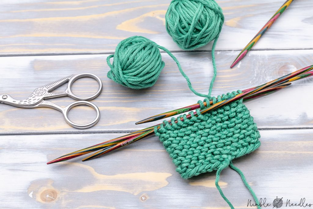 knitting jogless garter stitch in the round using the helix method - without a seam