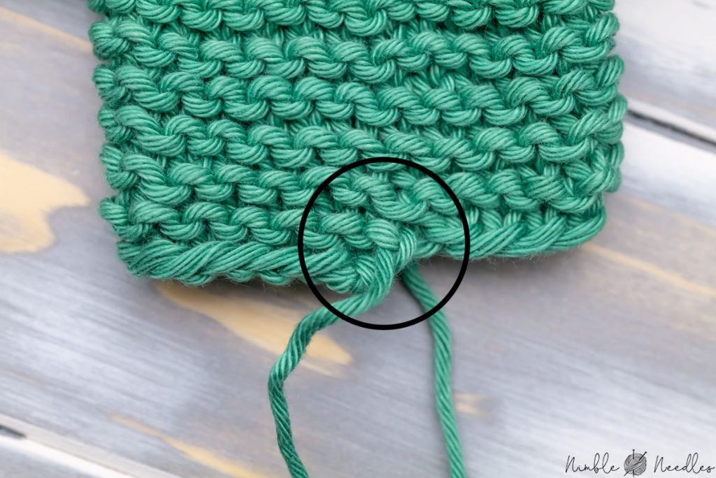 Close-up of the first round of garter stitch helix knitting in the round with a visible little 1 row jog