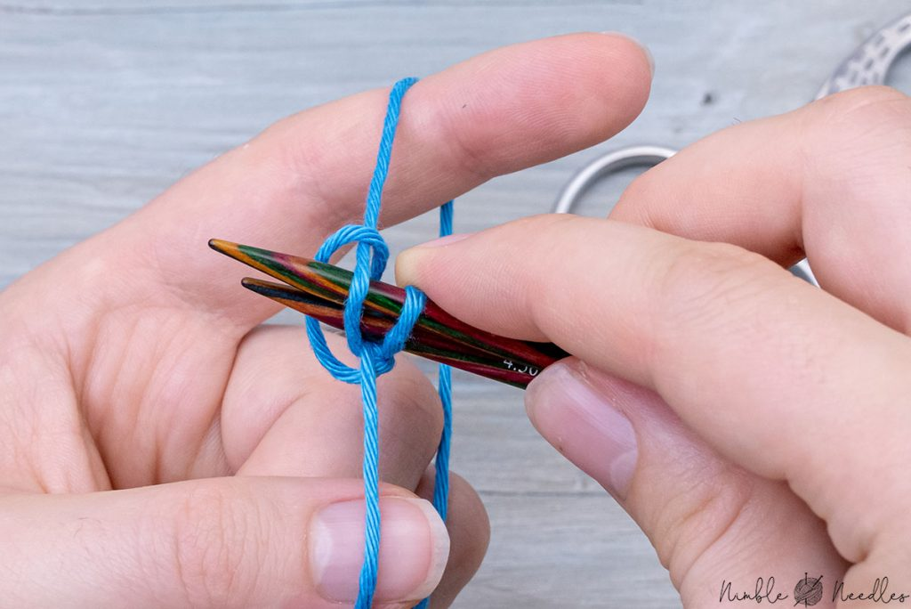 pull the stitch tight with the index finger and thumb