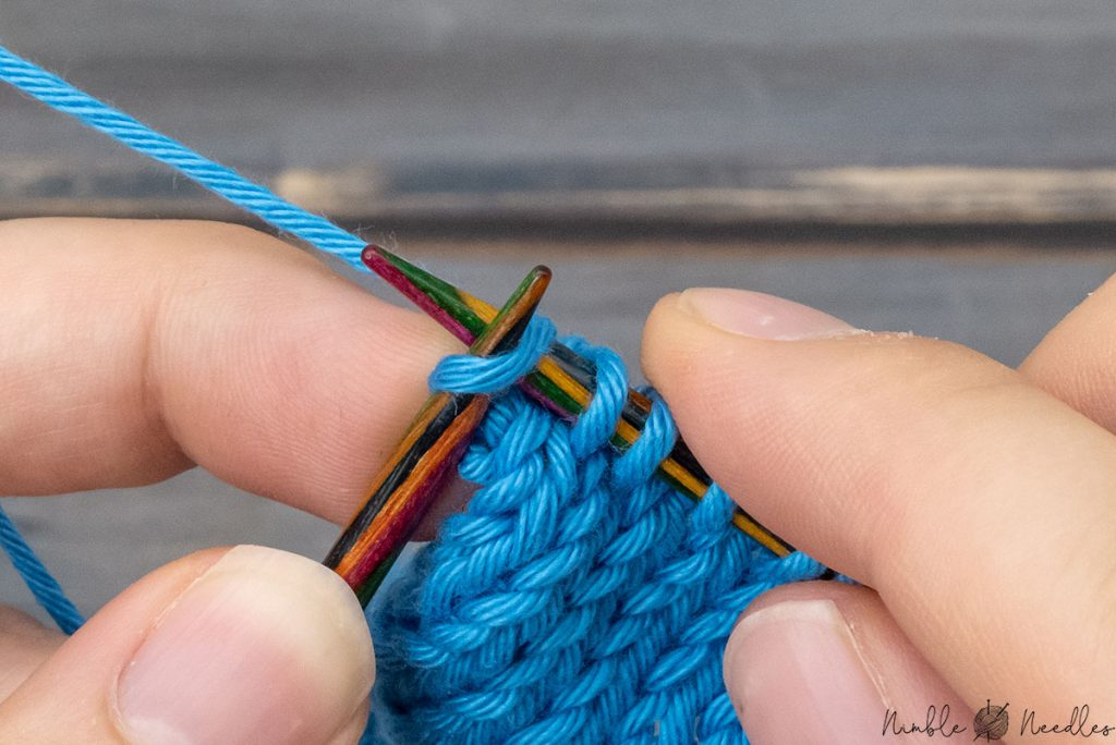 knitting the last edge stitch neatly by working super close to the tips of the needles