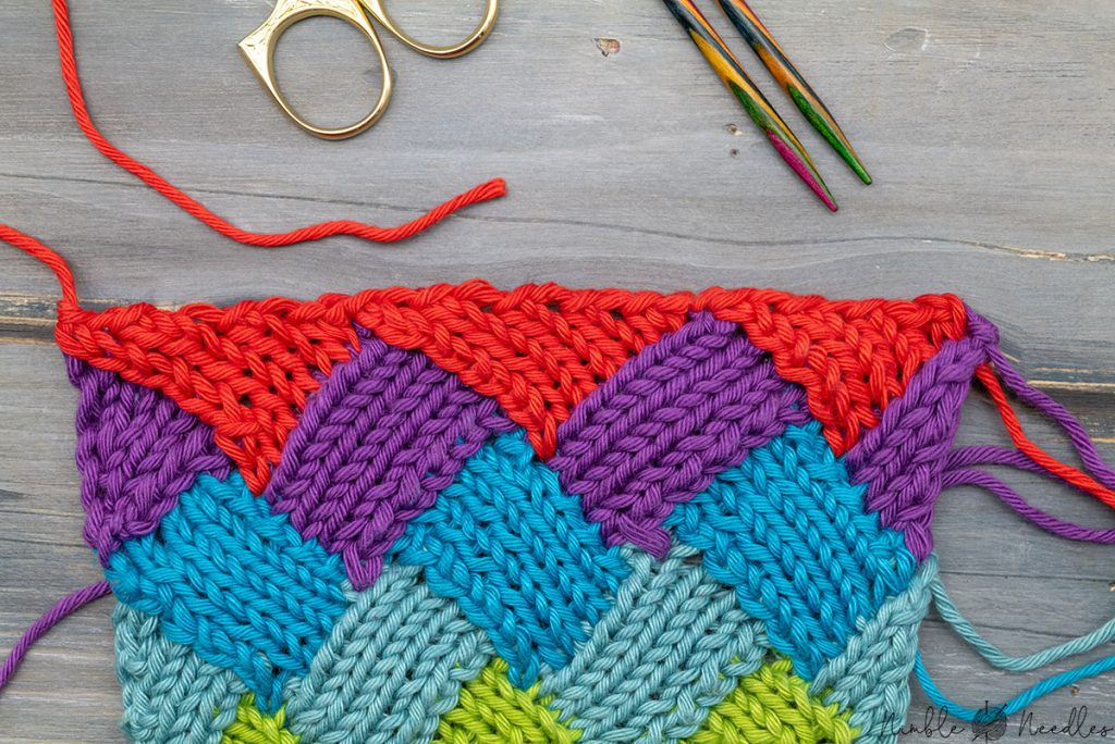 finishing the entrelac knitting pattern with triangles and a simple bind off