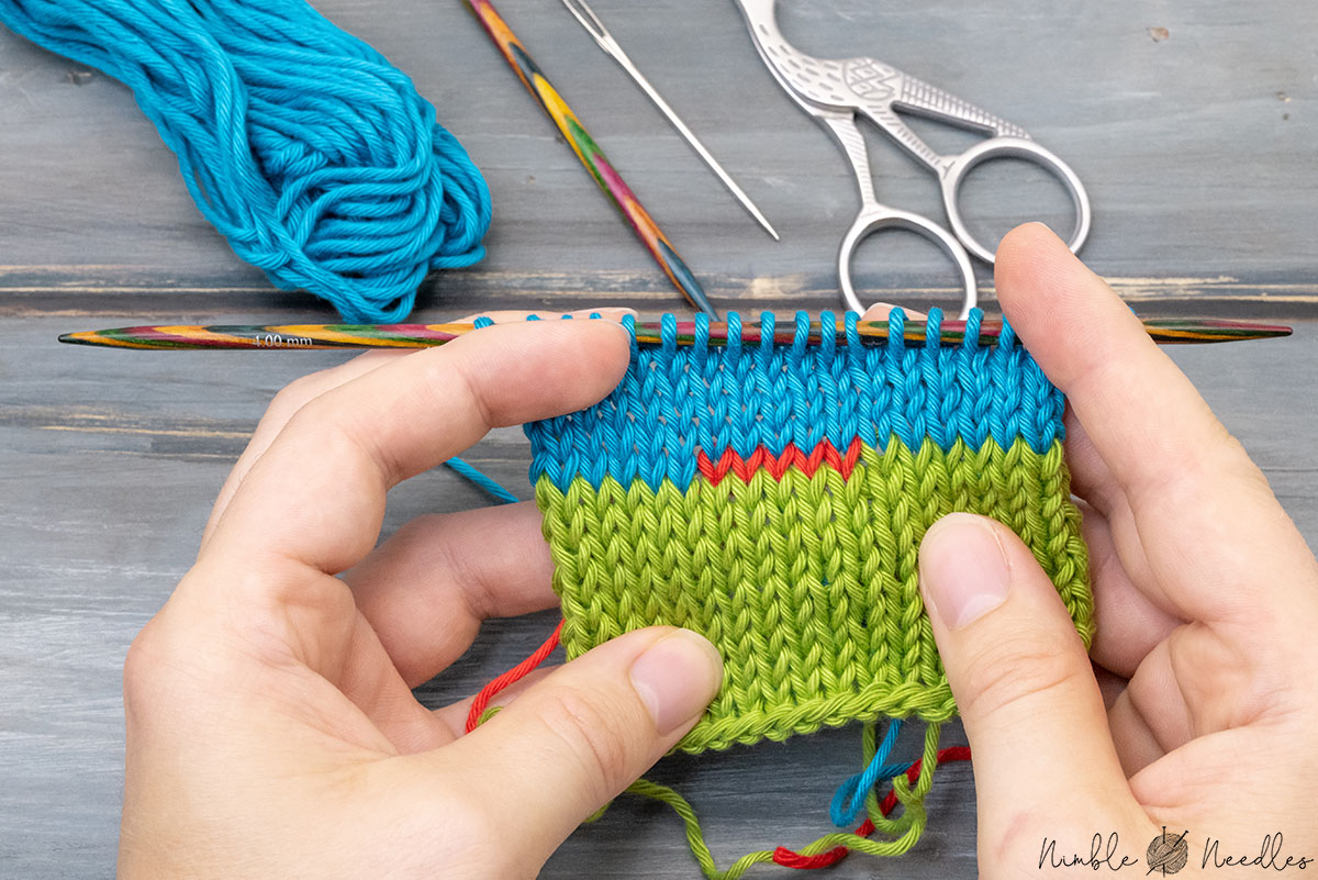 a swatch where someone joined a new color using the weave in and twist method for intarsia