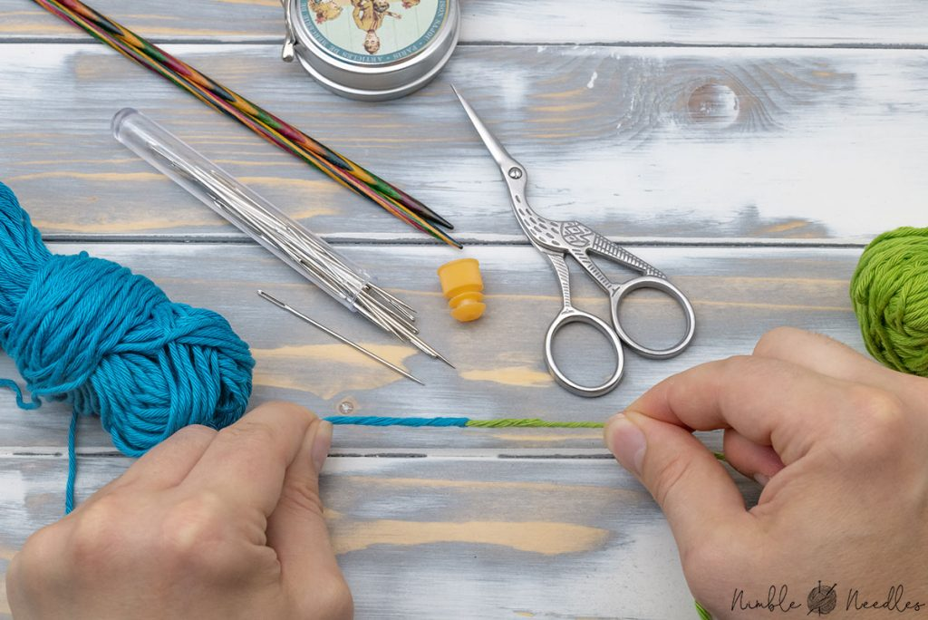 knitting yarn joined with the russian join in two colors