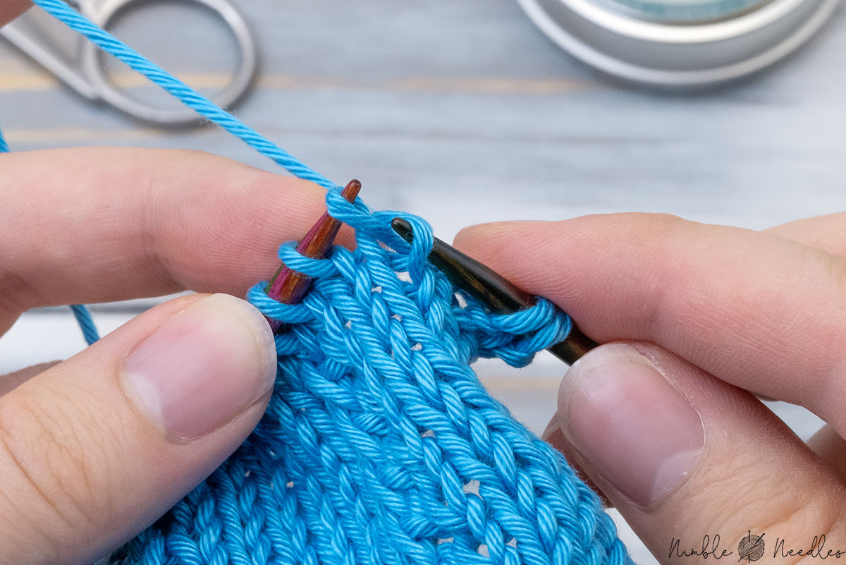 lifting the right leg of the stitch one row below