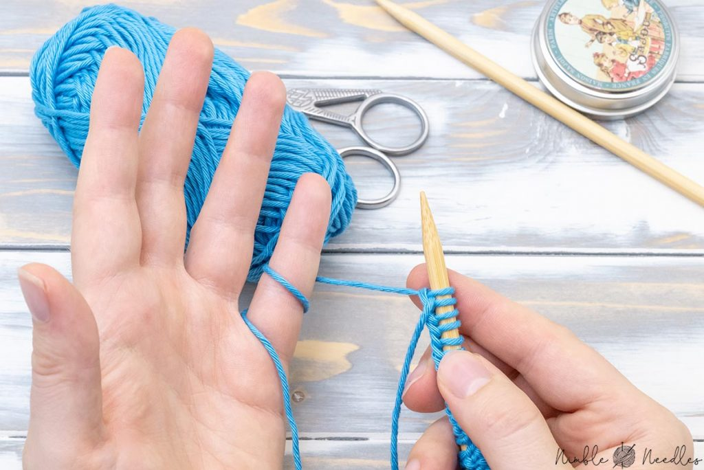 starting to knit by wrapping the yarn around the pinky finger two times